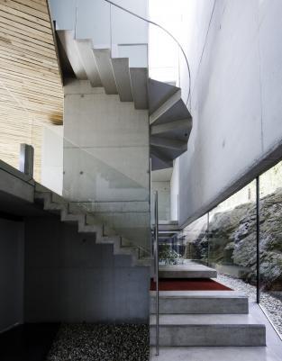 Dezanove House